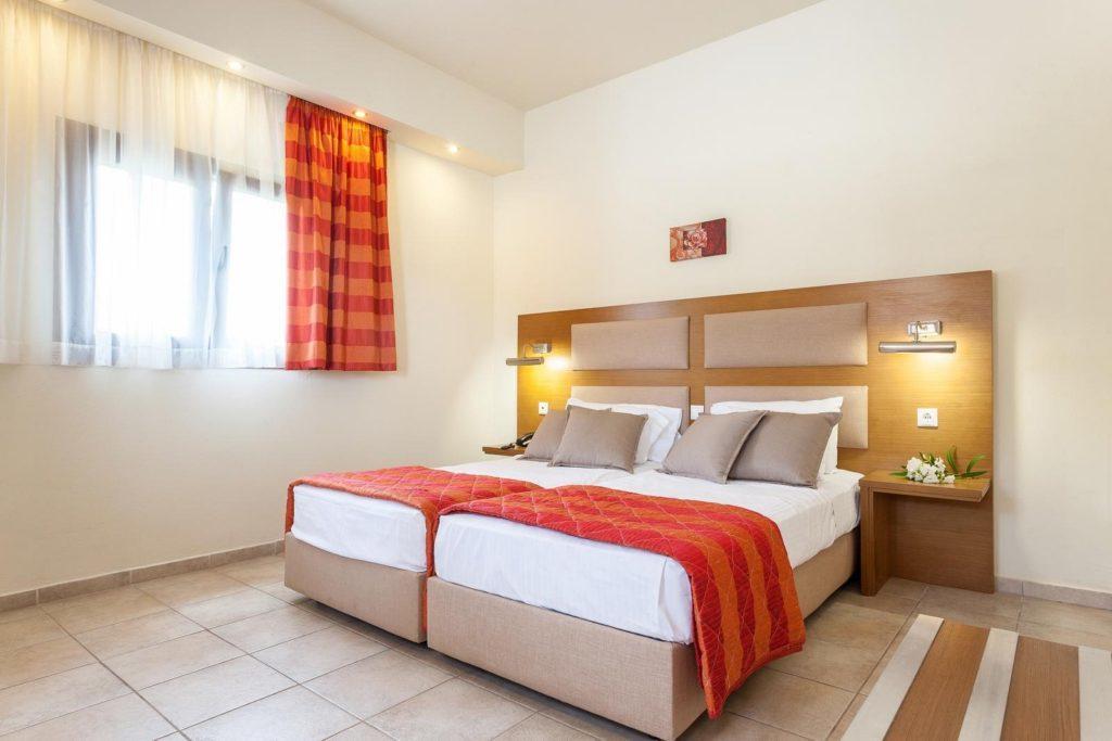 Ξενοδοχείο στη Χώρα Σκοπέλου, Κοντά στο λιμάνι