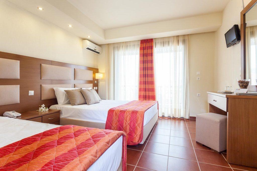 Διακοπές στη Σκόπελο, Διαμονή σε ξενοδοχείο